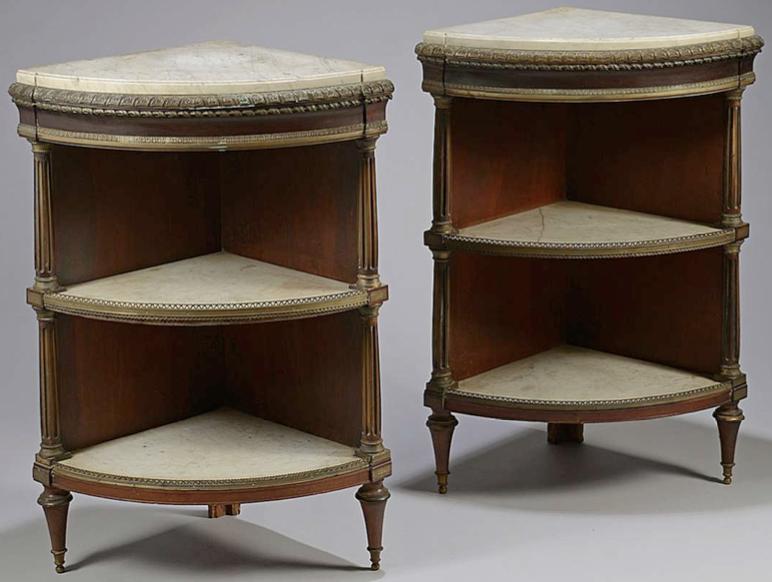 Consoles d'angles par Weisweiler, découverte par Camille Bürgi, de la galerie Bürgi, datant du XVIIIe siècle